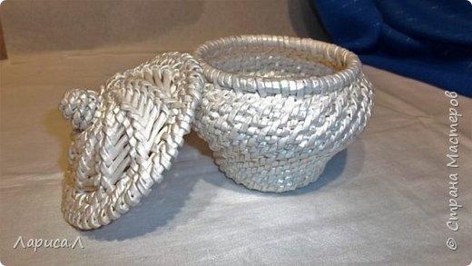 Конфетница из бумажной лозы выполнено в технике плетение из корня, размеры: 8х12х9 см, высота 12 см (без крышки). Цвет белый перламутр. фото 2