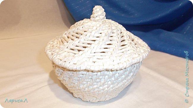Конфетница из бумажной лозы выполнено в технике плетение из корня, размеры: 8х12х9 см, высота 12 см (без крышки). Цвет белый перламутр. фото 5
