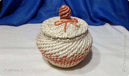 Конфетница из бумажной лозы выполнено в технике плетение из корня, размеры: 8х12х9 см, высота 12 см (без крышки). Цвет белый перламутр. фото 3