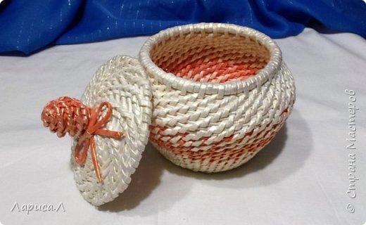 Конфетница из бумажной лозы выполнено в технике плетение из корня, размеры: 8х12х9 см, высота 12 см (без крышки). Цвет белый перламутр. фото 4