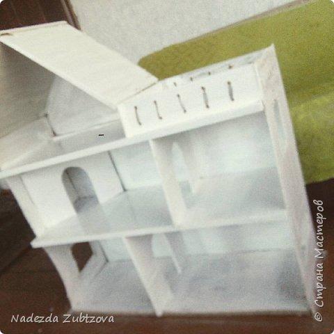 Домик для кукол барби,материал фанера и двп,клей,покрытие белой фасадной краской,есть конечно недочёты ,это мой первый опыт с таким материалом)