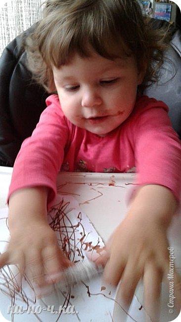"""Здравствуйте, дорогие мастерицы СМ. Сегодня я всетаки выкладываю все то, что мы натворили с малышкой. Ей уже 1 год и 4 месяца... Но мы еще не говорим, только """"мыкаем"""" ))). Но уже могу сказать точно... растет творческий человечек))) Учимся работать с массой для лепки - Плей-до. Я ей помагаю) фото 2"""