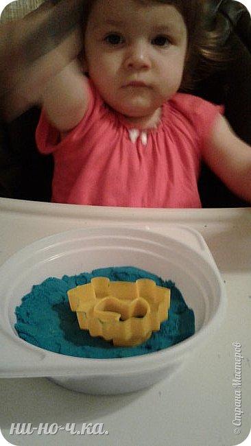"""Здравствуйте, дорогие мастерицы СМ. Сегодня я всетаки выкладываю все то, что мы натворили с малышкой. Ей уже 1 год и 4 месяца... Но мы еще не говорим, только """"мыкаем"""" ))). Но уже могу сказать точно... растет творческий человечек))) Учимся работать с массой для лепки - Плей-до. Я ей помагаю) фото 5"""