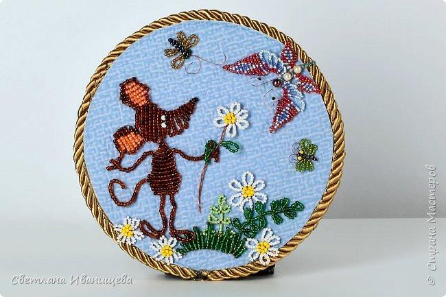 Бисер очень привлекательный материал для многих девчонок. Начиная с младшей группы ( 5-6 лет ) учимся мы работать с этим загадочным, искрящимся материалом. Плетем насекомых, животных,  листочки, цветочки и целые композиции. Предлагаю Вам несколько вариантов композиций на летнюю тематику. фото 8