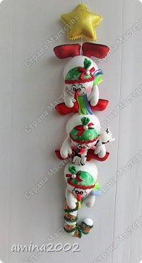 Добрый день! Гирлянда из снеговиков изготовлена из фоамирана. фото 2