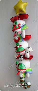 Добрый день! Гирлянда из снеговиков изготовлена из фоамирана. фото 1