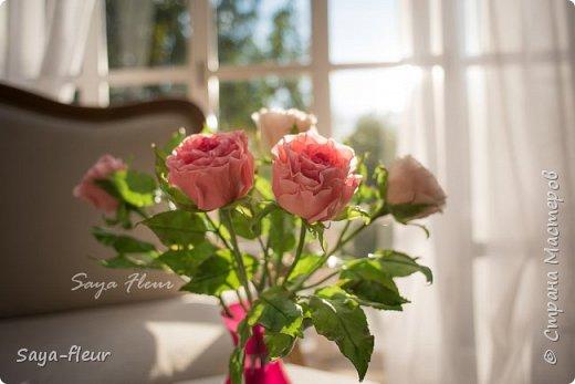Только закончила заказ из 7 веток эустомы и 7 штук роз, у меня было 9 дней на изготовление этой красоты. Представляю Вашему вниманию мои букеты ручной работы из полимерной глины, фотограф моя дочь, снимали в интерьере для лучшего представления как они смотрятся в домашнем уюте фото 8