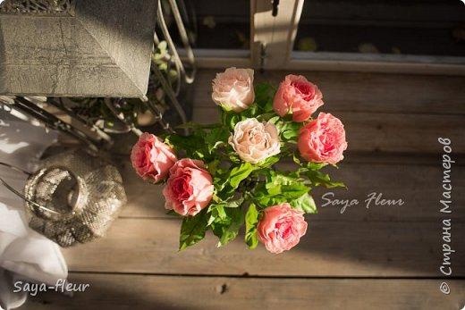 Только закончила заказ из 7 веток эустомы и 7 штук роз, у меня было 9 дней на изготовление этой красоты. Представляю Вашему вниманию мои букеты ручной работы из полимерной глины, фотограф моя дочь, снимали в интерьере для лучшего представления как они смотрятся в домашнем уюте фото 11