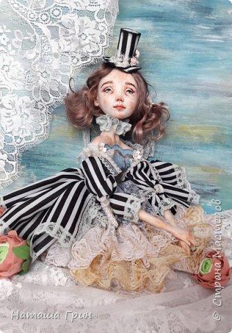Всем привет! Хочу показать вам еще одну свою будуарную куколку. Зовут ее Шарлотта. Сделана она из папе-маше и самозастывающей глины. Голова у нее может поворачиваться в разные стороны. Ручки и ножки подвижны, может сидеть в любом положении. фото 3