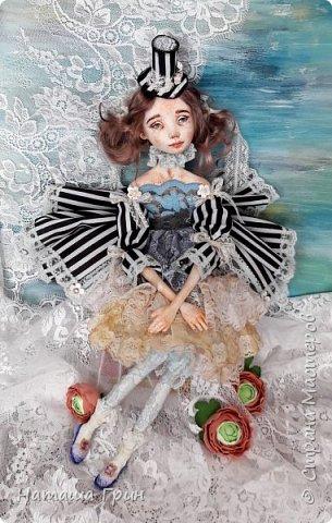 Всем привет! Хочу показать вам еще одну свою будуарную куколку. Зовут ее Шарлотта. Сделана она из папе-маше и самозастывающей глины. Голова у нее может поворачиваться в разные стороны. Ручки и ножки подвижны, может сидеть в любом положении. фото 6