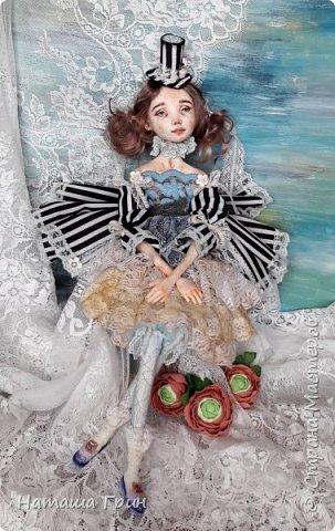 Всем привет! Хочу показать вам еще одну свою будуарную куколку. Зовут ее Шарлотта. Сделана она из папе-маше и самозастывающей глины. Голова у нее может поворачиваться в разные стороны. Ручки и ножки подвижны, может сидеть в любом положении. фото 4