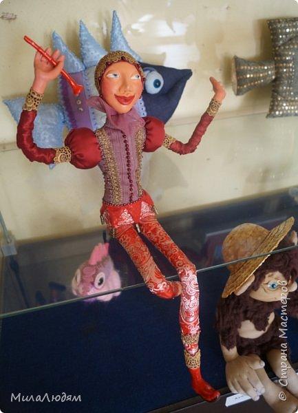 """Всем здравствуйте! 8 марта у нас в Доме культуры проходила выставка авторских кукол художника Колмогоровой Людмилы Юрьевны """"Жили-были куклы...""""  У меня был восторг и я все хотела поделиться своими впечатлениями с вами, но все не до этого было. Вот взялась, выбрала фото, обработала и выставляю репортаж. Фото будет много.  Автор этой выставки моя землячка, она жила и училась в моем поселке, в моей школе, чуть постарше меня. И как многие после школы уехала учиться, вышла замуж и в деревню не вернулась. фото 90"""