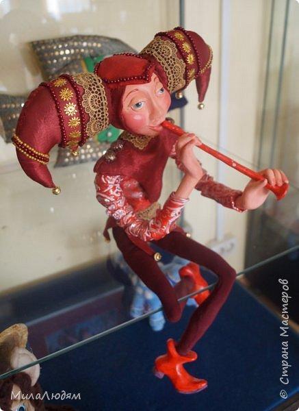 """Всем здравствуйте! 8 марта у нас в Доме культуры проходила выставка авторских кукол художника Колмогоровой Людмилы Юрьевны """"Жили-были куклы...""""  У меня был восторг и я все хотела поделиться своими впечатлениями с вами, но все не до этого было. Вот взялась, выбрала фото, обработала и выставляю репортаж. Фото будет много.  Автор этой выставки моя землячка, она жила и училась в моем поселке, в моей школе, чуть постарше меня. И как многие после школы уехала учиться, вышла замуж и в деревню не вернулась. фото 93"""