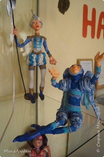 """Всем здравствуйте! 8 марта у нас в Доме культуры проходила выставка авторских кукол художника Колмогоровой Людмилы Юрьевны """"Жили-были куклы...""""  У меня был восторг и я все хотела поделиться своими впечатлениями с вами, но все не до этого было. Вот взялась, выбрала фото, обработала и выставляю репортаж. Фото будет много.  Автор этой выставки моя землячка, она жила и училась в моем поселке, в моей школе, чуть постарше меня. И как многие после школы уехала учиться, вышла замуж и в деревню не вернулась. фото 24"""