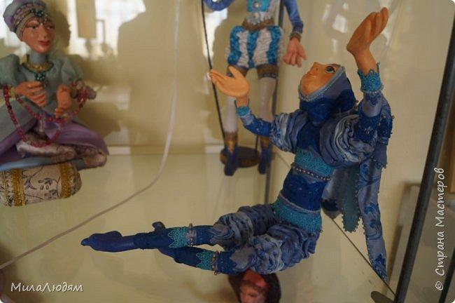 """Всем здравствуйте! 8 марта у нас в Доме культуры проходила выставка авторских кукол художника Колмогоровой Людмилы Юрьевны """"Жили-были куклы...""""  У меня был восторг и я все хотела поделиться своими впечатлениями с вами, но все не до этого было. Вот взялась, выбрала фото, обработала и выставляю репортаж. Фото будет много.  Автор этой выставки моя землячка, она жила и училась в моем поселке, в моей школе, чуть постарше меня. И как многие после школы уехала учиться, вышла замуж и в деревню не вернулась. фото 21"""