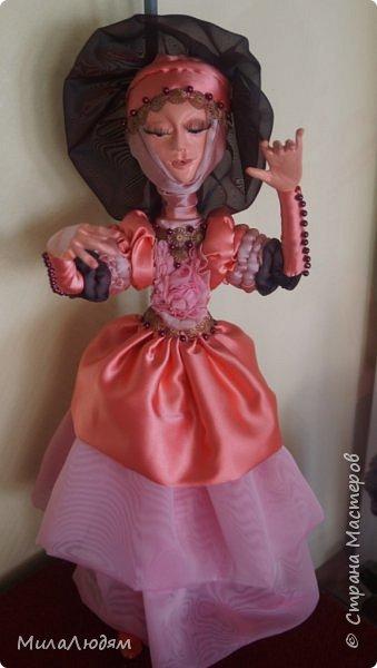 """Всем здравствуйте! 8 марта у нас в Доме культуры проходила выставка авторских кукол художника Колмогоровой Людмилы Юрьевны """"Жили-были куклы...""""  У меня был восторг и я все хотела поделиться своими впечатлениями с вами, но все не до этого было. Вот взялась, выбрала фото, обработала и выставляю репортаж. Фото будет много.  Автор этой выставки моя землячка, она жила и училась в моем поселке, в моей школе, чуть постарше меня. И как многие после школы уехала учиться, вышла замуж и в деревню не вернулась. фото 29"""