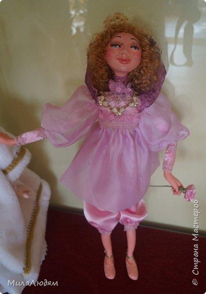 """Всем здравствуйте! 8 марта у нас в Доме культуры проходила выставка авторских кукол художника Колмогоровой Людмилы Юрьевны """"Жили-были куклы...""""  У меня был восторг и я все хотела поделиться своими впечатлениями с вами, но все не до этого было. Вот взялась, выбрала фото, обработала и выставляю репортаж. Фото будет много.  Автор этой выставки моя землячка, она жила и училась в моем поселке, в моей школе, чуть постарше меня. И как многие после школы уехала учиться, вышла замуж и в деревню не вернулась. фото 46"""