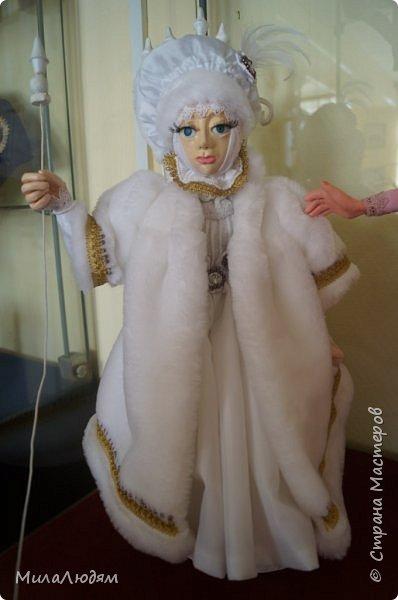 """Всем здравствуйте! 8 марта у нас в Доме культуры проходила выставка авторских кукол художника Колмогоровой Людмилы Юрьевны """"Жили-были куклы...""""  У меня был восторг и я все хотела поделиться своими впечатлениями с вами, но все не до этого было. Вот взялась, выбрала фото, обработала и выставляю репортаж. Фото будет много.  Автор этой выставки моя землячка, она жила и училась в моем поселке, в моей школе, чуть постарше меня. И как многие после школы уехала учиться, вышла замуж и в деревню не вернулась. фото 77"""
