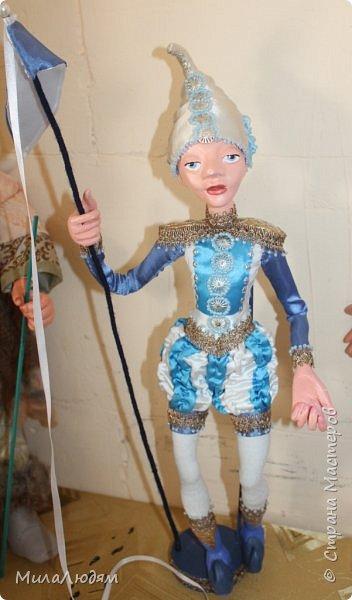 """Всем здравствуйте! 8 марта у нас в Доме культуры проходила выставка авторских кукол художника Колмогоровой Людмилы Юрьевны """"Жили-были куклы...""""  У меня был восторг и я все хотела поделиться своими впечатлениями с вами, но все не до этого было. Вот взялась, выбрала фото, обработала и выставляю репортаж. Фото будет много.  Автор этой выставки моя землячка, она жила и училась в моем поселке, в моей школе, чуть постарше меня. И как многие после школы уехала учиться, вышла замуж и в деревню не вернулась. фото 28"""