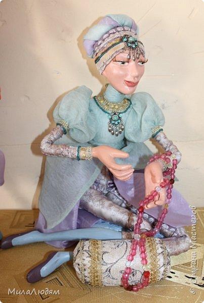 """Всем здравствуйте! 8 марта у нас в Доме культуры проходила выставка авторских кукол художника Колмогоровой Людмилы Юрьевны """"Жили-были куклы...""""  У меня был восторг и я все хотела поделиться своими впечатлениями с вами, но все не до этого было. Вот взялась, выбрала фото, обработала и выставляю репортаж. Фото будет много.  Автор этой выставки моя землячка, она жила и училась в моем поселке, в моей школе, чуть постарше меня. И как многие после школы уехала учиться, вышла замуж и в деревню не вернулась. фото 54"""