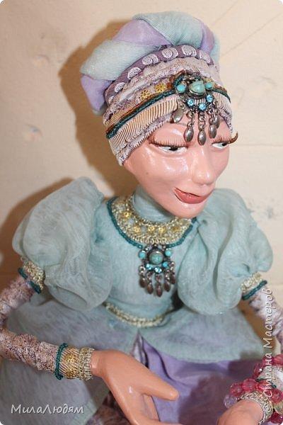 """Всем здравствуйте! 8 марта у нас в Доме культуры проходила выставка авторских кукол художника Колмогоровой Людмилы Юрьевны """"Жили-были куклы...""""  У меня был восторг и я все хотела поделиться своими впечатлениями с вами, но все не до этого было. Вот взялась, выбрала фото, обработала и выставляю репортаж. Фото будет много.  Автор этой выставки моя землячка, она жила и училась в моем поселке, в моей школе, чуть постарше меня. И как многие после школы уехала учиться, вышла замуж и в деревню не вернулась. фото 56"""