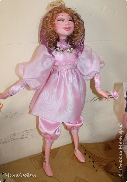 """Всем здравствуйте! 8 марта у нас в Доме культуры проходила выставка авторских кукол художника Колмогоровой Людмилы Юрьевны """"Жили-были куклы...""""  У меня был восторг и я все хотела поделиться своими впечатлениями с вами, но все не до этого было. Вот взялась, выбрала фото, обработала и выставляю репортаж. Фото будет много.  Автор этой выставки моя землячка, она жила и училась в моем поселке, в моей школе, чуть постарше меня. И как многие после школы уехала учиться, вышла замуж и в деревню не вернулась. фото 52"""