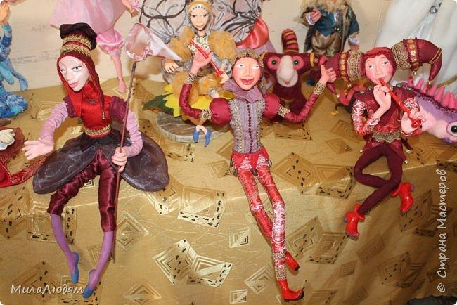 """Всем здравствуйте! 8 марта у нас в Доме культуры проходила выставка авторских кукол художника Колмогоровой Людмилы Юрьевны """"Жили-были куклы...""""  У меня был восторг и я все хотела поделиться своими впечатлениями с вами, но все не до этого было. Вот взялась, выбрала фото, обработала и выставляю репортаж. Фото будет много.  Автор этой выставки моя землячка, она жила и училась в моем поселке, в моей школе, чуть постарше меня. И как многие после школы уехала учиться, вышла замуж и в деревню не вернулась. фото 84"""