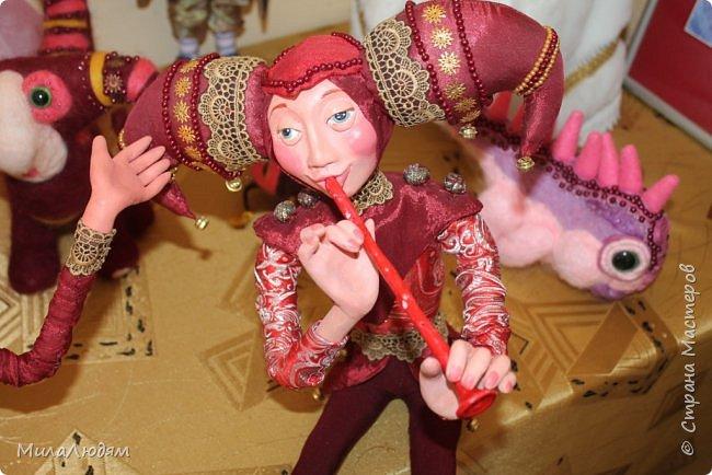 """Всем здравствуйте! 8 марта у нас в Доме культуры проходила выставка авторских кукол художника Колмогоровой Людмилы Юрьевны """"Жили-были куклы...""""  У меня был восторг и я все хотела поделиться своими впечатлениями с вами, но все не до этого было. Вот взялась, выбрала фото, обработала и выставляю репортаж. Фото будет много.  Автор этой выставки моя землячка, она жила и училась в моем поселке, в моей школе, чуть постарше меня. И как многие после школы уехала учиться, вышла замуж и в деревню не вернулась. фото 95"""