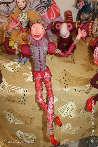 """Всем здравствуйте! 8 марта у нас в Доме культуры проходила выставка авторских кукол художника Колмогоровой Людмилы Юрьевны """"Жили-были куклы...""""  У меня был восторг и я все хотела поделиться своими впечатлениями с вами, но все не до этого было. Вот взялась, выбрала фото, обработала и выставляю репортаж. Фото будет много.  Автор этой выставки моя землячка, она жила и училась в моем поселке, в моей школе, чуть постарше меня. И как многие после школы уехала учиться, вышла замуж и в деревню не вернулась. фото 91"""