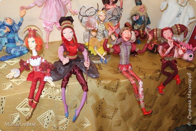 """Всем здравствуйте! 8 марта у нас в Доме культуры проходила выставка авторских кукол художника Колмогоровой Людмилы Юрьевны """"Жили-были куклы...""""  У меня был восторг и я все хотела поделиться своими впечатлениями с вами, но все не до этого было. Вот взялась, выбрала фото, обработала и выставляю репортаж. Фото будет много.  Автор этой выставки моя землячка, она жила и училась в моем поселке, в моей школе, чуть постарше меня. И как многие после школы уехала учиться, вышла замуж и в деревню не вернулась. фото 83"""