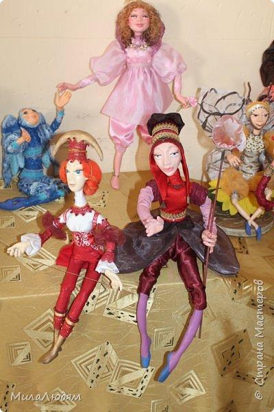 """Всем здравствуйте! 8 марта у нас в Доме культуры проходила выставка авторских кукол художника Колмогоровой Людмилы Юрьевны """"Жили-были куклы...""""  У меня был восторг и я все хотела поделиться своими впечатлениями с вами, но все не до этого было. Вот взялась, выбрала фото, обработала и выставляю репортаж. Фото будет много.  Автор этой выставки моя землячка, она жила и училась в моем поселке, в моей школе, чуть постарше меня. И как многие после школы уехала учиться, вышла замуж и в деревню не вернулась. фото 85"""