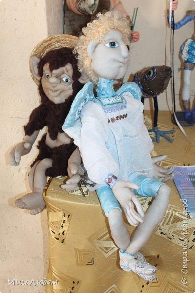 """Всем здравствуйте! 8 марта у нас в Доме культуры проходила выставка авторских кукол художника Колмогоровой Людмилы Юрьевны """"Жили-были куклы...""""  У меня был восторг и я все хотела поделиться своими впечатлениями с вами, но все не до этого было. Вот взялась, выбрала фото, обработала и выставляю репортаж. Фото будет много.  Автор этой выставки моя землячка, она жила и училась в моем поселке, в моей школе, чуть постарше меня. И как многие после школы уехала учиться, вышла замуж и в деревню не вернулась. фото 10"""
