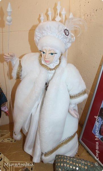 """Всем здравствуйте! 8 марта у нас в Доме культуры проходила выставка авторских кукол художника Колмогоровой Людмилы Юрьевны """"Жили-были куклы...""""  У меня был восторг и я все хотела поделиться своими впечатлениями с вами, но все не до этого было. Вот взялась, выбрала фото, обработала и выставляю репортаж. Фото будет много.  Автор этой выставки моя землячка, она жила и училась в моем поселке, в моей школе, чуть постарше меня. И как многие после школы уехала учиться, вышла замуж и в деревню не вернулась. фото 74"""