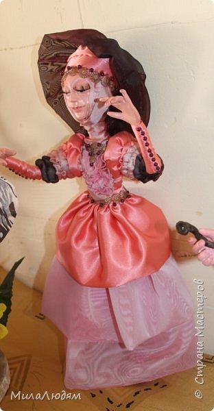 """Всем здравствуйте! 8 марта у нас в Доме культуры проходила выставка авторских кукол художника Колмогоровой Людмилы Юрьевны """"Жили-были куклы...""""  У меня был восторг и я все хотела поделиться своими впечатлениями с вами, но все не до этого было. Вот взялась, выбрала фото, обработала и выставляю репортаж. Фото будет много.  Автор этой выставки моя землячка, она жила и училась в моем поселке, в моей школе, чуть постарше меня. И как многие после школы уехала учиться, вышла замуж и в деревню не вернулась. фото 35"""