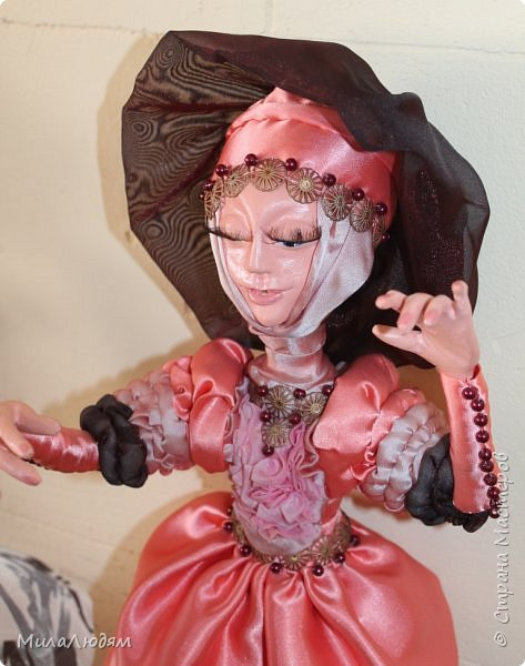 """Всем здравствуйте! 8 марта у нас в Доме культуры проходила выставка авторских кукол художника Колмогоровой Людмилы Юрьевны """"Жили-были куклы...""""  У меня был восторг и я все хотела поделиться своими впечатлениями с вами, но все не до этого было. Вот взялась, выбрала фото, обработала и выставляю репортаж. Фото будет много.  Автор этой выставки моя землячка, она жила и училась в моем поселке, в моей школе, чуть постарше меня. И как многие после школы уехала учиться, вышла замуж и в деревню не вернулась. фото 34"""
