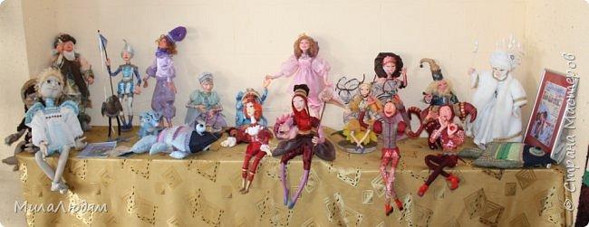 """Всем здравствуйте! 8 марта у нас в Доме культуры проходила выставка авторских кукол художника Колмогоровой Людмилы Юрьевны """"Жили-были куклы...""""  У меня был восторг и я все хотела поделиться своими впечатлениями с вами, но все не до этого было. Вот взялась, выбрала фото, обработала и выставляю репортаж. Фото будет много.  Автор этой выставки моя землячка, она жила и училась в моем поселке, в моей школе, чуть постарше меня. И как многие после школы уехала учиться, вышла замуж и в деревню не вернулась. фото 3"""