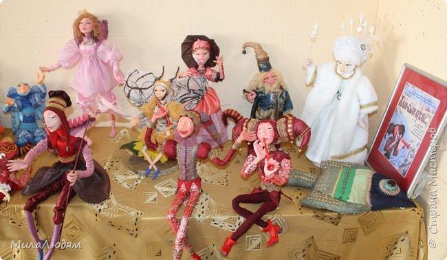 """Всем здравствуйте! 8 марта у нас в Доме культуры проходила выставка авторских кукол художника Колмогоровой Людмилы Юрьевны """"Жили-были куклы...""""  У меня был восторг и я все хотела поделиться своими впечатлениями с вами, но все не до этого было. Вот взялась, выбрала фото, обработала и выставляю репортаж. Фото будет много.  Автор этой выставки моя землячка, она жила и училась в моем поселке, в моей школе, чуть постарше меня. И как многие после школы уехала учиться, вышла замуж и в деревню не вернулась. фото 5"""