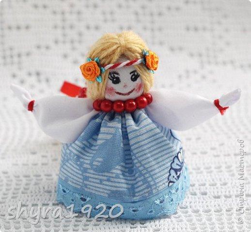 2).    Кукла на Долю, на Счастье. Сделана по всем правилам русских народных кукол. Сшила 28 штук,  показываю по 3 фото каждой. фото 82