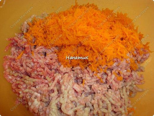 Доброе утро. Любителям котлеток посвящается))): -1 кг свинины -2 луковицы -2 зубчика чеснока -1 морковь крупная -рис 150-200г -масло растит.для жарки -мука для панировки -соль по вкусу фото 3