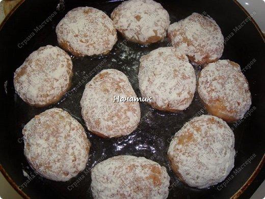 Доброе утро. Любителям котлеток посвящается))): -1 кг свинины -2 луковицы -2 зубчика чеснока -1 морковь крупная -рис 150-200г -масло растит.для жарки -мука для панировки -соль по вкусу фото 6