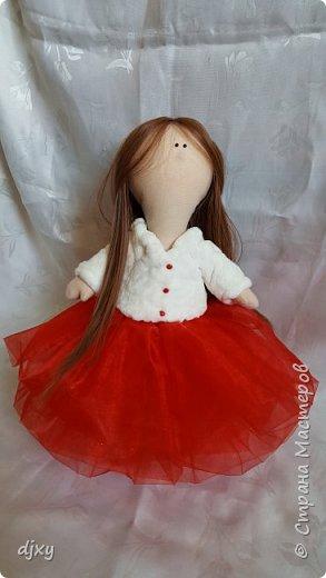 Моя первая куколка. Ни когда не умела шить, но подруга уговорила попробовать. Вот что получилось))) фото 3