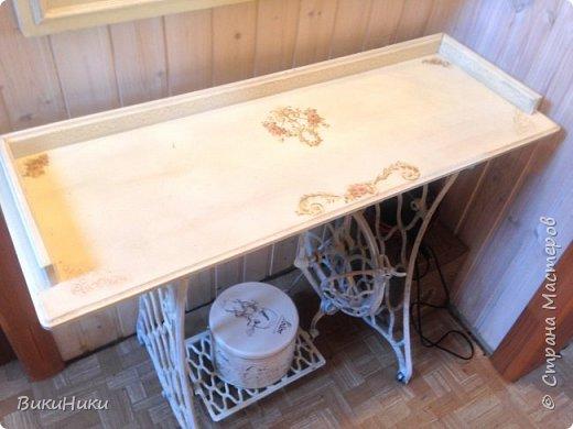 Такое зеркало с консолью можно сделаться прихожую или спальню из подручных материалов. фото 4