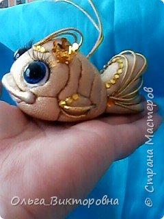 """Доброго вечера всем жителям Страны. Маленькая золотая рыбка в технике """"кинусайга"""" перед вашими глазами. Срочно нужно было сделать  замечательной молодой паре в подарок на новоселье, новоселье их  магазина  рукоделия. По моему золотая рыбка будет как раз вовремя- исполнение всех желаний-мечта каждого, тем более когда еще вся жизнь впереди.....  фото 2"""