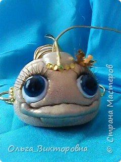 """Доброго вечера всем жителям Страны. Маленькая золотая рыбка в технике """"кинусайга"""" перед вашими глазами. Срочно нужно было сделать  замечательной молодой паре в подарок на новоселье, новоселье их  магазина  рукоделия. По моему золотая рыбка будет как раз вовремя- исполнение всех желаний-мечта каждого, тем более когда еще вся жизнь впереди.....  фото 7"""
