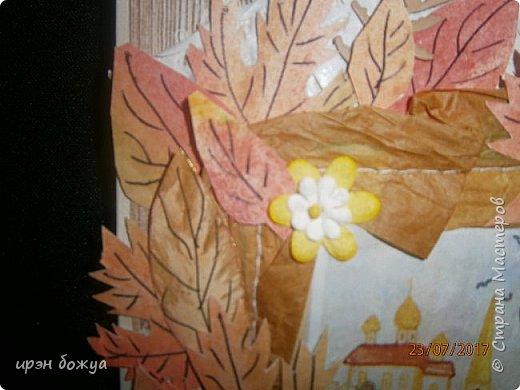 На день пожилого человека заказали открытку, чтобы вручить бабушке. В работе использованы самодельные листья. Сначала сделала фон из осенних цветов (желтый,оранжевый,красный). Затем по шаблону вырезала листья. Гелевой ручкой прорисовала жилки. Некоторые листья позолотила, некоторые края затонировала. Из остатков картона я всегда нарезаю флажки разных размеров и цветов, и складываю в коробочку,а затем использую в своих работах. По центру готовый рисунок из журнала, по краю рисунка пришита рафия. фото 5