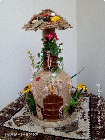 Домики и хатки из бутылок. фото 9