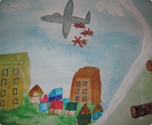 """Всем огромной приветик! Представляю мою первую стенгазету, которую я нарисовала на школьный конкурс. Плакат называется """"Мы за мир"""" На голубом фоне ромашка. Нарисовала на ватмане А1. Использовала акварельные краски, гуашь, акриловые краски, фломастеры и карандаши.  На лепестках всё что угрожает мирной жизни на земле.  фото 4"""