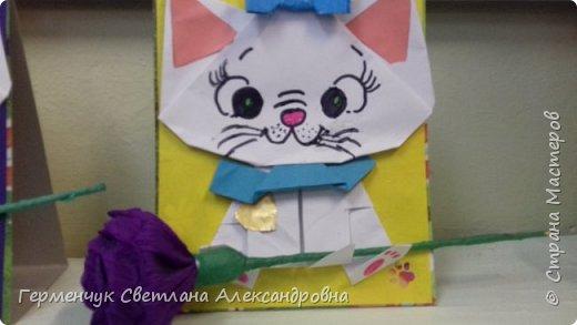 """Ко Дню Матери на уроке трудового обучения ( 14 октября) с  ребятами  3 """"А"""" класса сделали  открытки милым мамочкам.Идею  изготовления котенка -  оригами взяли  из Интернета, а украшали - каждый  на свой вкус Мальчишки  котенку надели цилиндр , а девочки - кошечкам завязали  бантики,в лапки - розы. фото 5"""