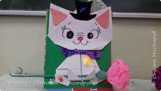 """Ко Дню Матери на уроке трудового обучения ( 14 октября) с  ребятами  3 """"А"""" класса сделали  открытки милым мамочкам.Идею  изготовления котенка -  оригами взяли  из Интернета, а украшали - каждый  на свой вкус Мальчишки  котенку надели цилиндр , а девочки - кошечкам завязали  бантики,в лапки - розы. фото 12"""