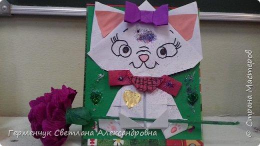 """Ко Дню Матери на уроке трудового обучения ( 14 октября) с  ребятами  3 """"А"""" класса сделали  открытки милым мамочкам.Идею  изготовления котенка -  оригами взяли  из Интернета, а украшали - каждый  на свой вкус Мальчишки  котенку надели цилиндр , а девочки - кошечкам завязали  бантики,в лапки - розы. фото 13"""